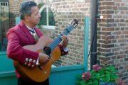 Spaanstalige zanger gitarist