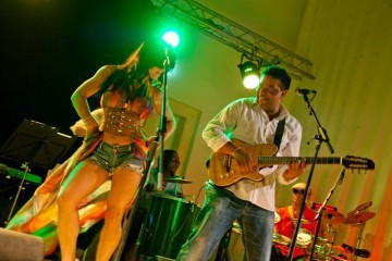 brazilian live music on stage - Braziliaanse band Banda Flor
