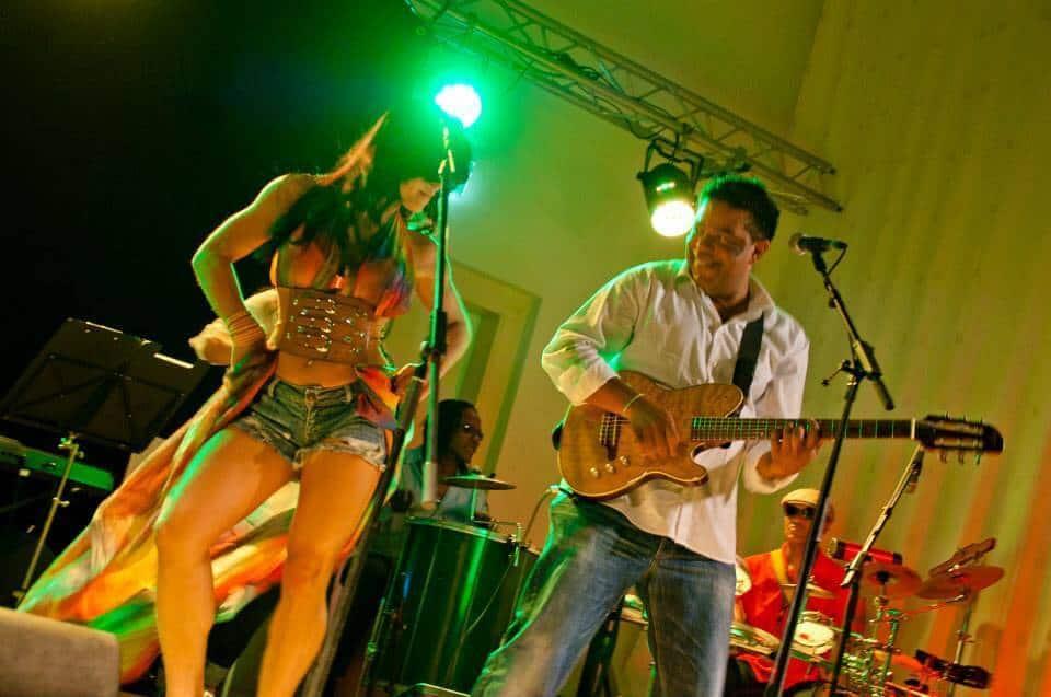 brazilian live music on stage - Braziliaanse band Banda Flor