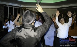"""Caribbean Boys met publiek """"Put your hands up"""""""