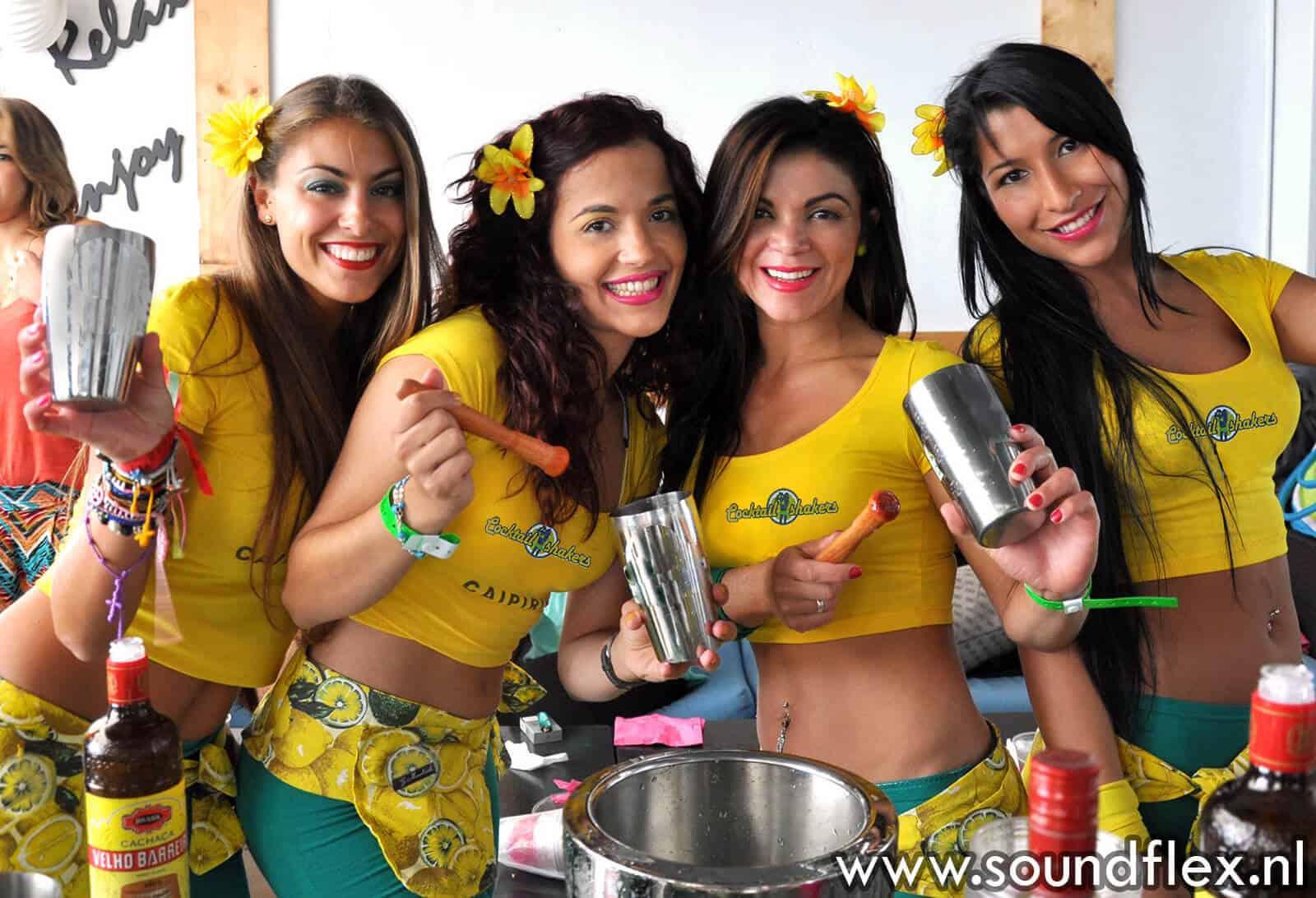 Cocktailbar met girls en show