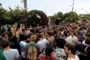 Moksi live op de gezellige stage bij festival de Zon
