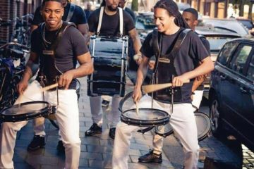 Brassband met dans live op straat