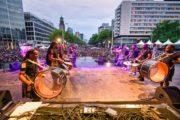 brassband met surinaamse en antilliaanse leden bij rotterdam zomercarnaval