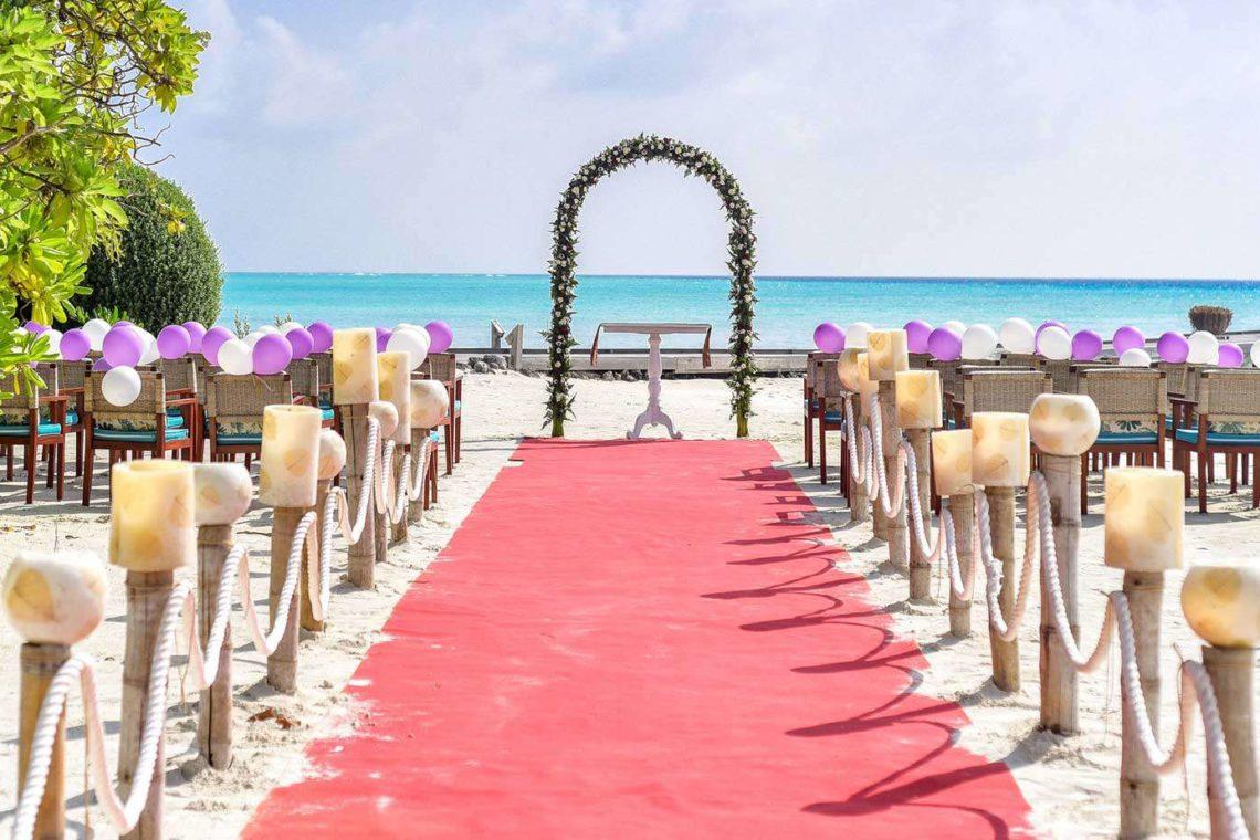 Trouw ceremonie op het strand