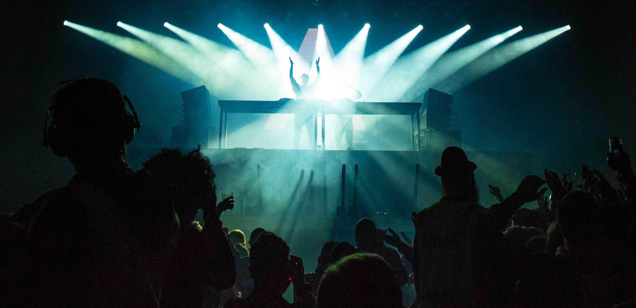 DJ drive in show met licht